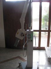 Zahnarzt Röntgengerät mit Fahrstativ